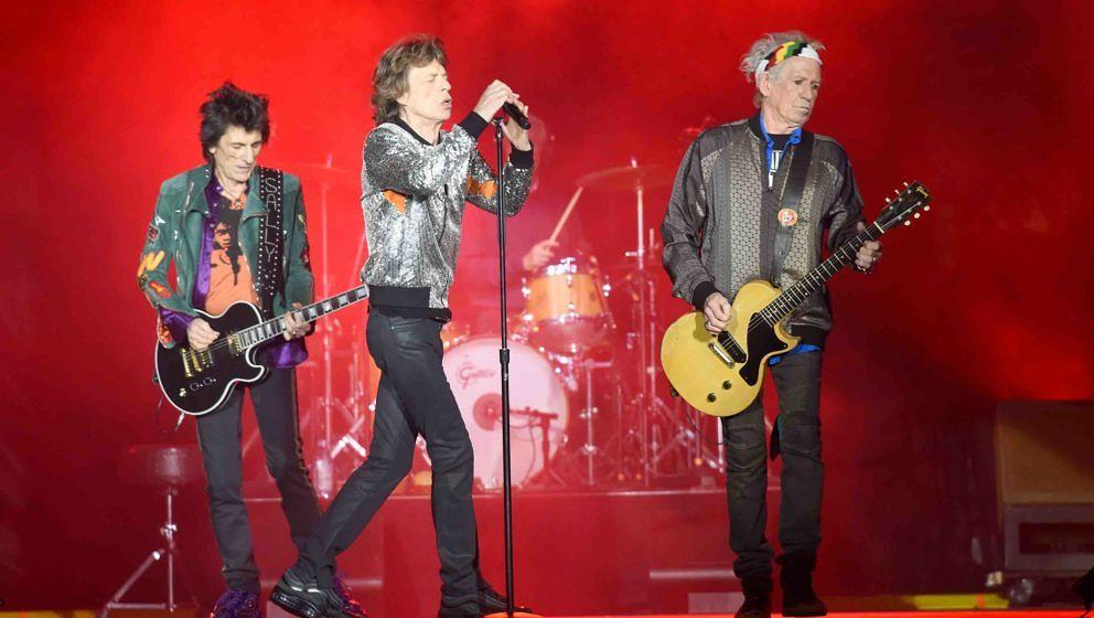 HAMBURG, GERMANY - SEPTEMBER 09:  Mick Jagger, Keith Richards, Charlie Watts, and Ronnie Wood of The Rolling Stones perform/s