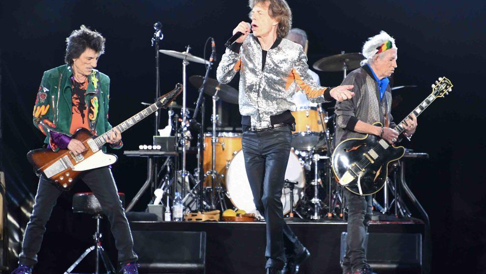 Die Rolling Stones, Ron Wood (l-r), Mick Jagger, Charlie Watts (verdeckt) und Keith Richards stehen am 09.09.2017 im Stadtpar