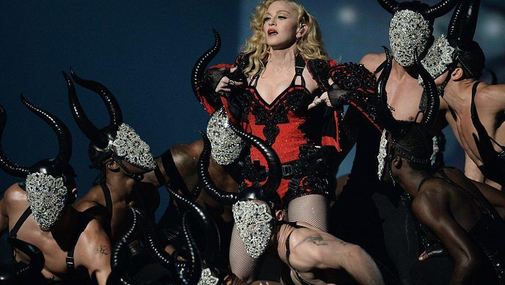 Madonna performs on stage at the 57th Annual Grammy Awards in Los Angeles February 8, 2015. AFP PHOTO/ROBYN BECK        (Phot