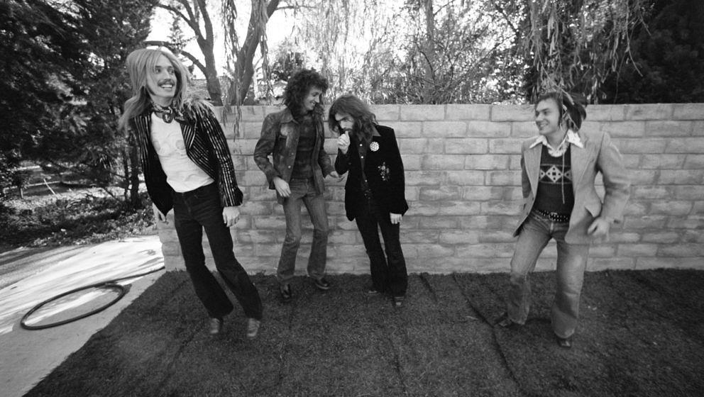 LOS ANGELES - DECEMBER 1974:  (L-R) Tom Petty, Mike Campbell, Tom Leadon and Randall Marsh of the rock and roll band 'Mudcrut