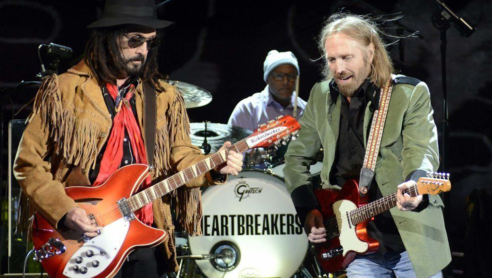 MORRISON, CO - SEPTEMBER 30:  (L - R) Mike Campbell, Steve Ferrone and Tom Petty of Tom Petty and the Heartbreakers perform i