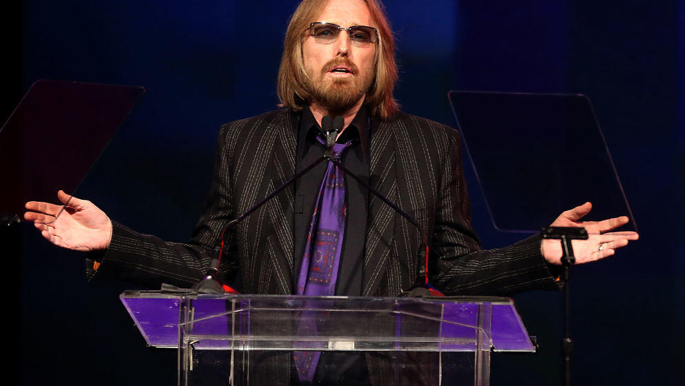 HOLLYWOOD, CA - APRIL 23: Singer Tom Petty speaks during the 31st Annual ASCAP Pop Music Awards at The Ray Dolby Ballroom at