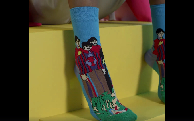 Ideal für den kalten Winter: Beatles-Socken mit Yellow-Submarine-Motiv.