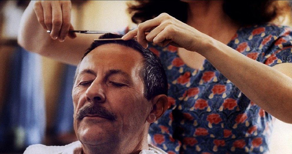 """Jean Rochefort (1930-2017) in einer Szene aus """"Der Mann der Friseuse"""""""