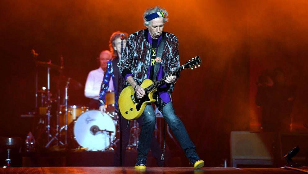British rockband the Rolling Stones with their singer Mick Jagger and guitarist Keith Richards (R) perform at the Esprit aren