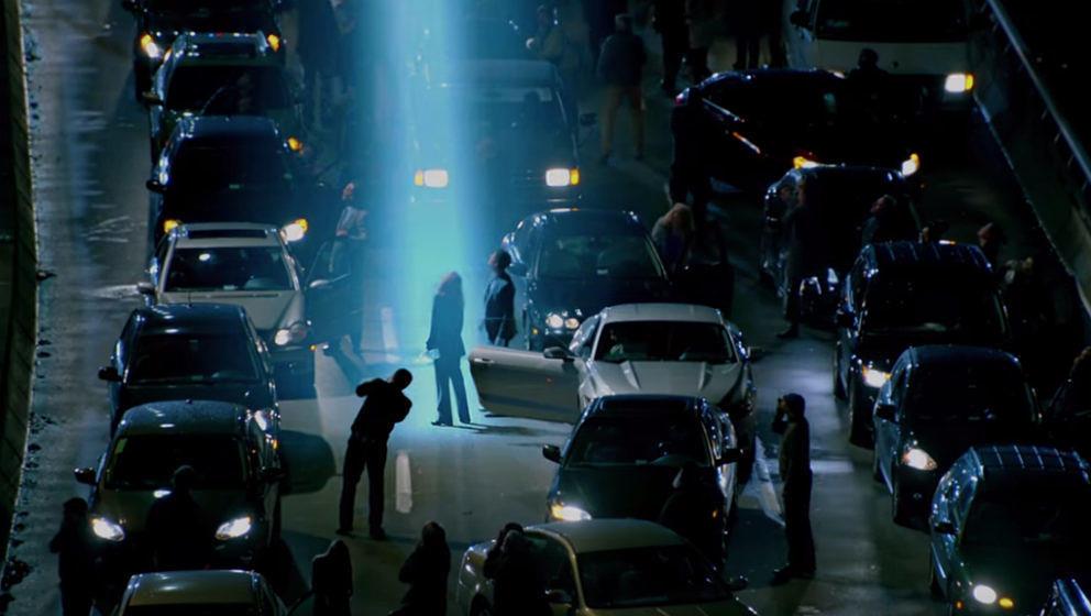 """Im Lichte der Bedrohung: Szene aus dem Trailer zu Staffel 11 von """"Akte X"""""""