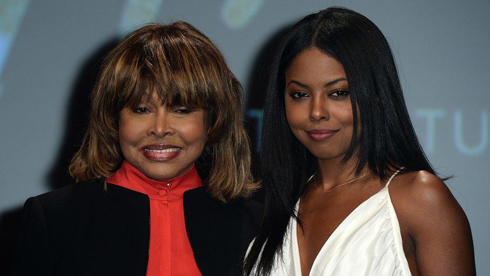 """Tina Turner mit Adrienne Warren bei einer Veranstaltung zum """"Tina""""-Musical in London"""