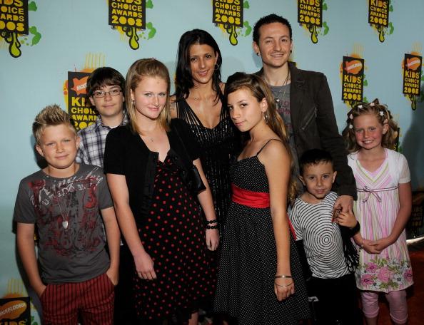 Chester Bennington zusammen mit seiner Familie im Jahr 2008.