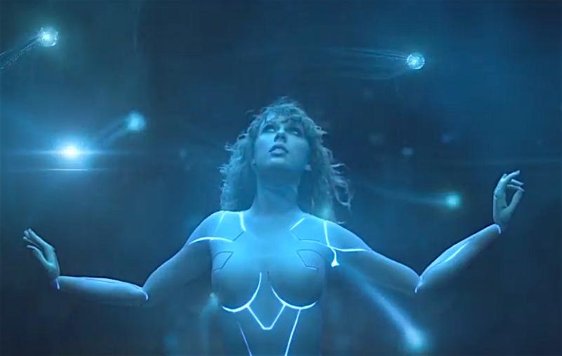 Taylor Swift gibt im neuen Video den sexy Cyborg.