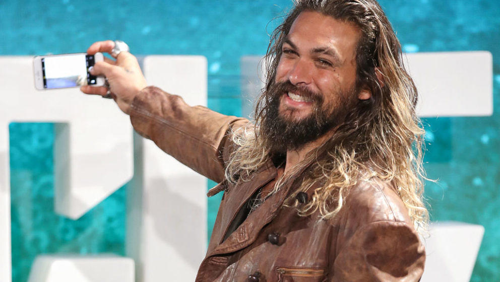 LONDON, ENGLAND - NOVEMBER 04:  Jason Momoa during the 'Justice League' photocall at The College on November 4, 2017 in Londo