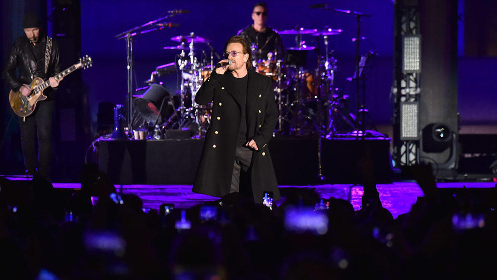 U2 bei den MTV EMA während des World Stage Events auf dem Trafalgar Square in London