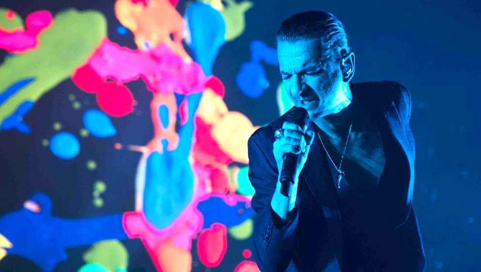 DUBLIN, IRELAND - NOVEMBER 15:  Dave Gahan of Depeche Mode performs live at the 3Arena Dublin on November 15, 2017 in Dublin,