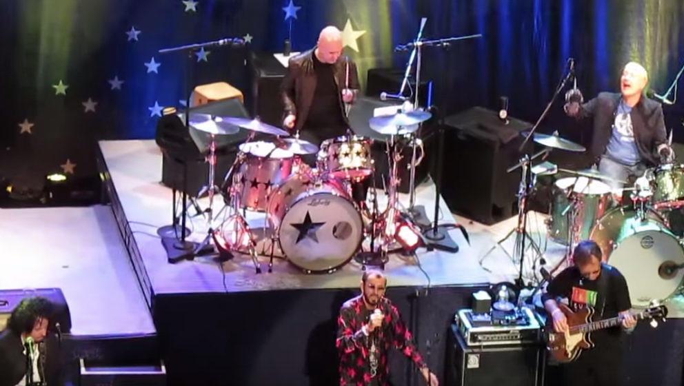 Philip Selway auf einer Bühne mit Ringo Starr