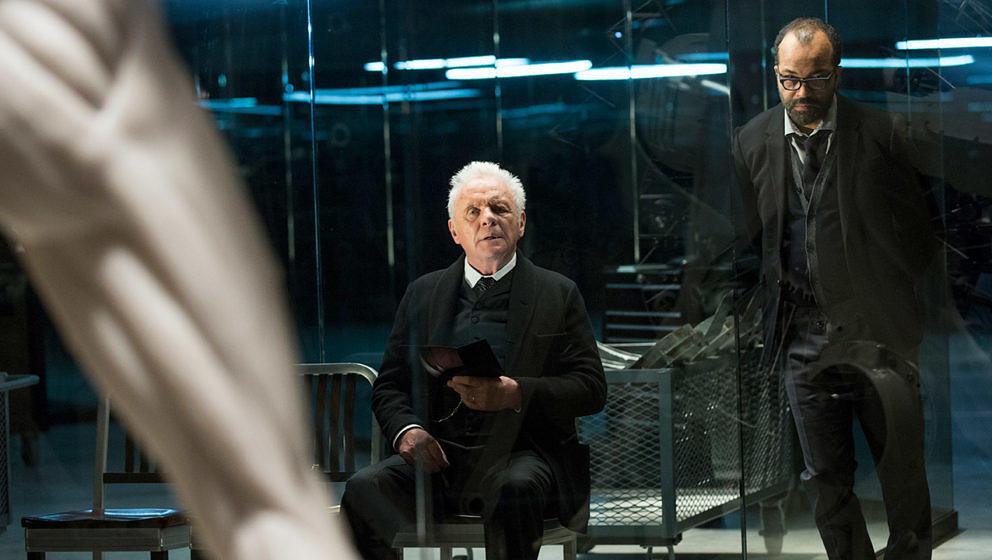 "Szene aus ""Westworld"" mit Sir Anthony Hopkins und Jeffrey Wright"