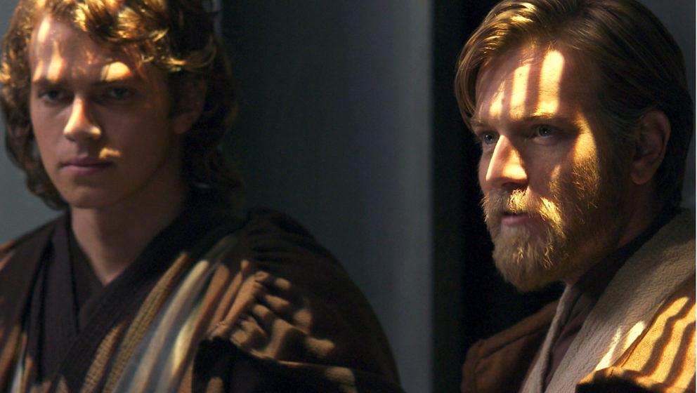"""""""Die Rache der Sith"""" (2005) Mutig, ein Trilogie-Abschluss ohne Happy End. Die innere Verwandlung von Anakin in Darth Vader ist schockierend (er ermordet Kinder), die körperliche blutig– die lebenserhaltende Rüstung erhält der abtrünnige Jedi, weil Lava ihn deformiert. Die erzählerische Stringenz des Niedergangs wird durch Padme seifig dramatisiert: """"Ich erkenne dich nicht mehr!"""" ★★ 1/2"""