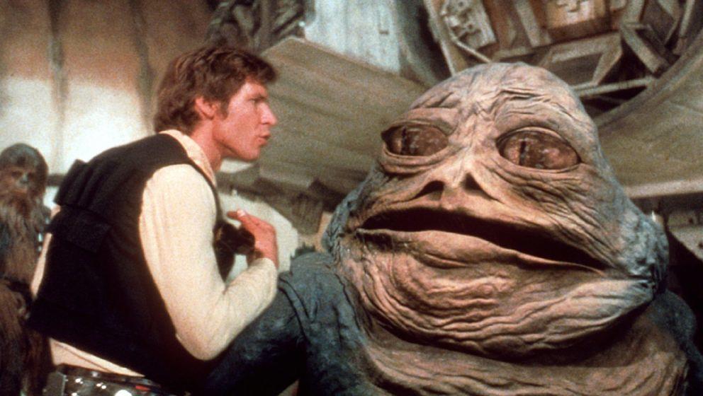 """Krieg der Sterne (1977) George Lucas verfrachtete Elemente des """"Herrn der Ringe"""", des Westerns sowie der Samurai-Filme Kurosawas in den Weltraum. Er stattete seine Figuren mit Kostümen, Masken und Klängen aus, die jede Vorstellungskraft sprengten. Am Ende ihres Abenteuers wurden Luke, Han und Chewie von einer Prinzessin Medaillen verliehen. Traditionelle Erzählung als Science-Fiction. Und ein perfektes Märchen. ★★★★★"""