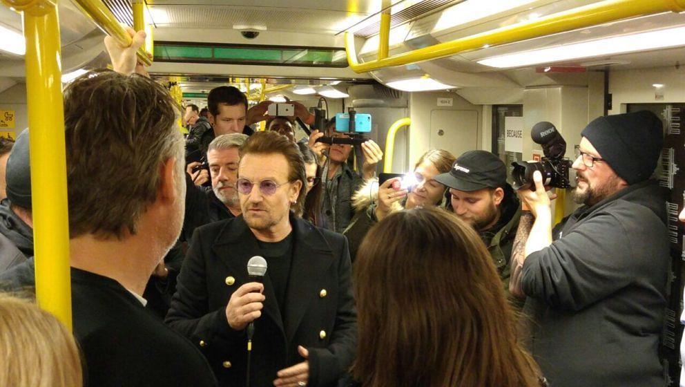 U2 geben Berlin-Konzert auf dem U2-Bahnsteig