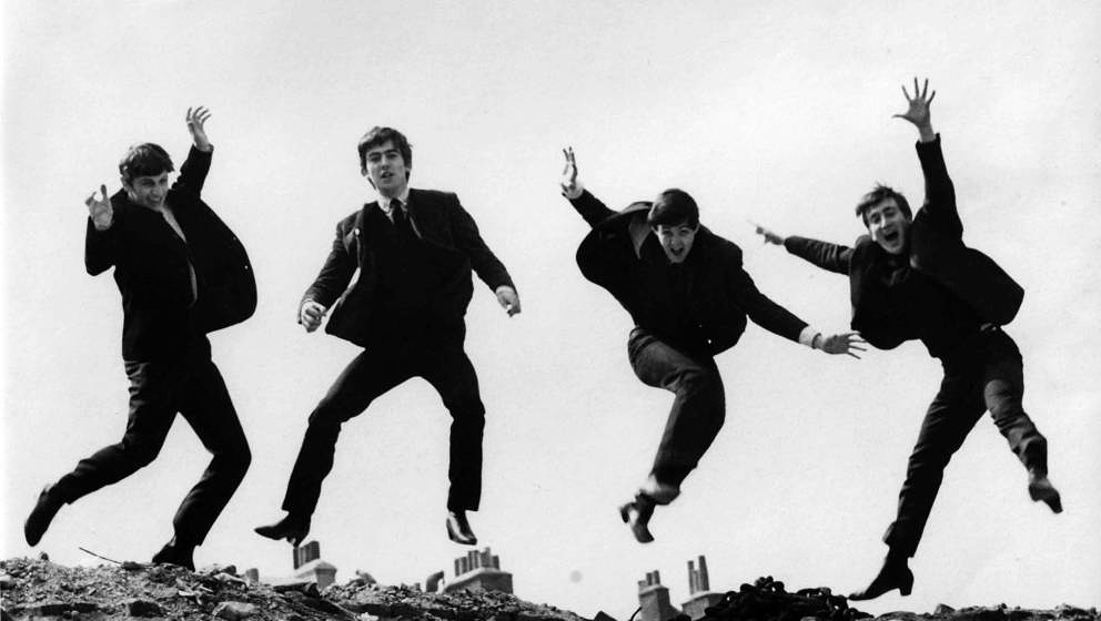UNITED KINGDOM - APRIL 01:  Photo of BEATLES; L-R: Ringo Starr, George Harrison, Paul McCartney, John Lennon - posed, group s