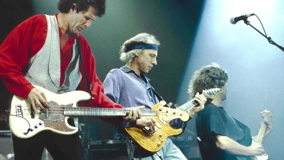 UNITED KINGDOM - JANUARY 01:  Photo of Phil PALMER and John ILLSLEY and DIRE STRAITS and Mark KNOPFLER; L-R: John Illsley, Ma