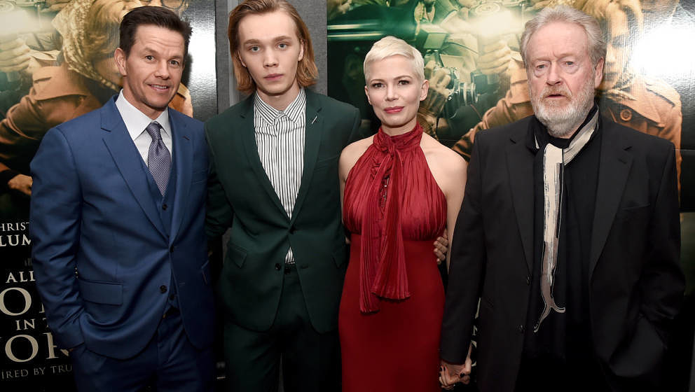 BEVERLY HILLS, CA - DECEMBER 18:  (L-R) Mark Wahlberg, Charlie Plummer, Michelle Williams, and Ridley Scott attend the premie