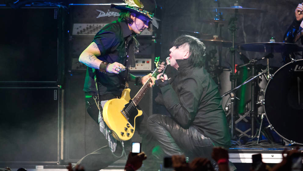 LOS ANGELES, CA - APRIL 11:  Actor Johnny Depp (L) and Recording Artist Marilyn Manson (R) perform at the 4th Annual Revolver