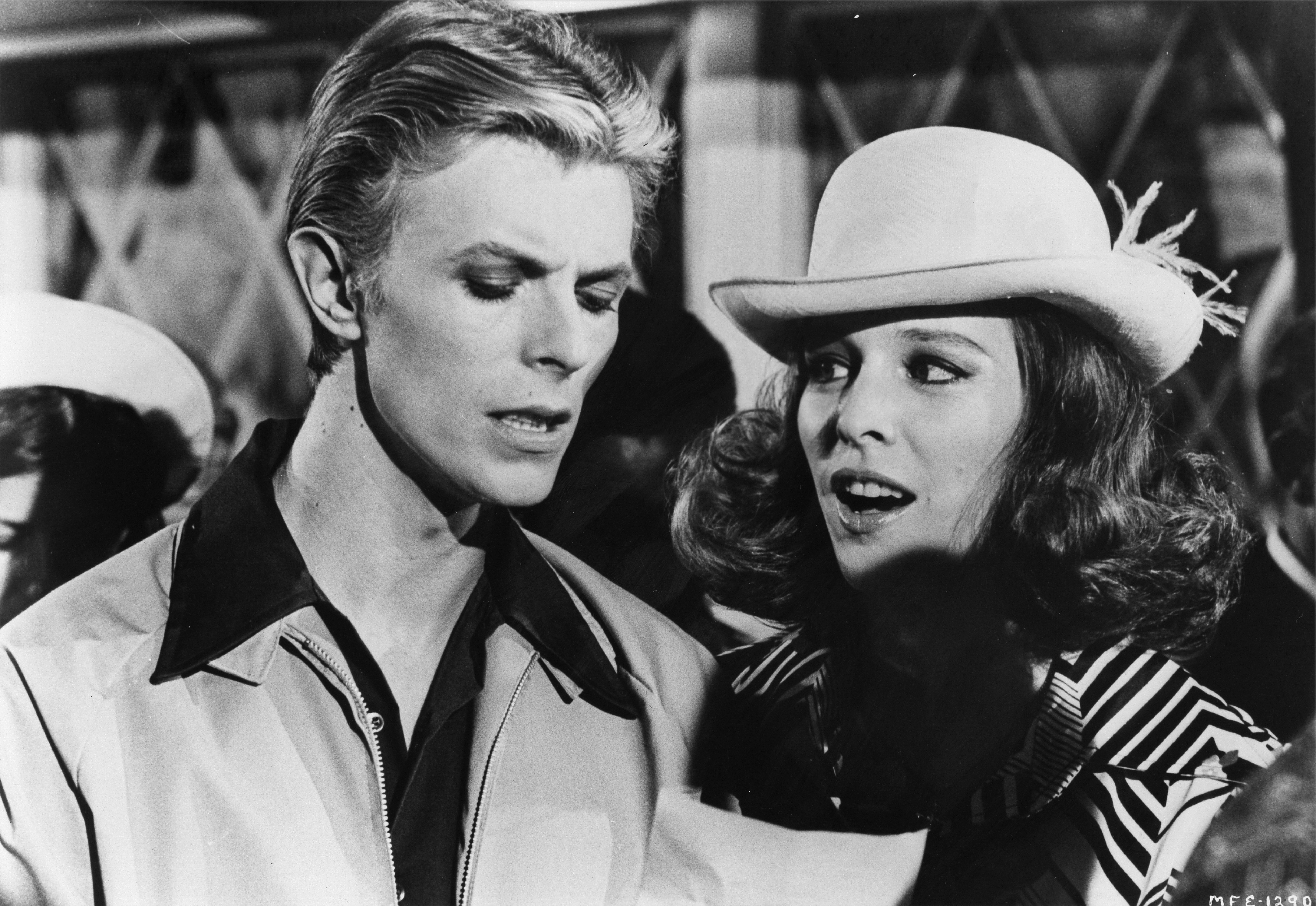 """David Bowie und Candy Clark in einer Szene in """"The Man Who Fell To Earth"""""""