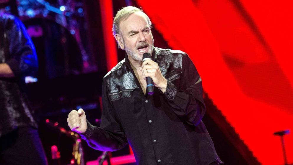 GLASGOW, SCOTLAND - JULY 07:  Neil Diamond performs at The SSE Hydro on July 7, 2015 in Glasgow, United Kingdom.  (Photo by R
