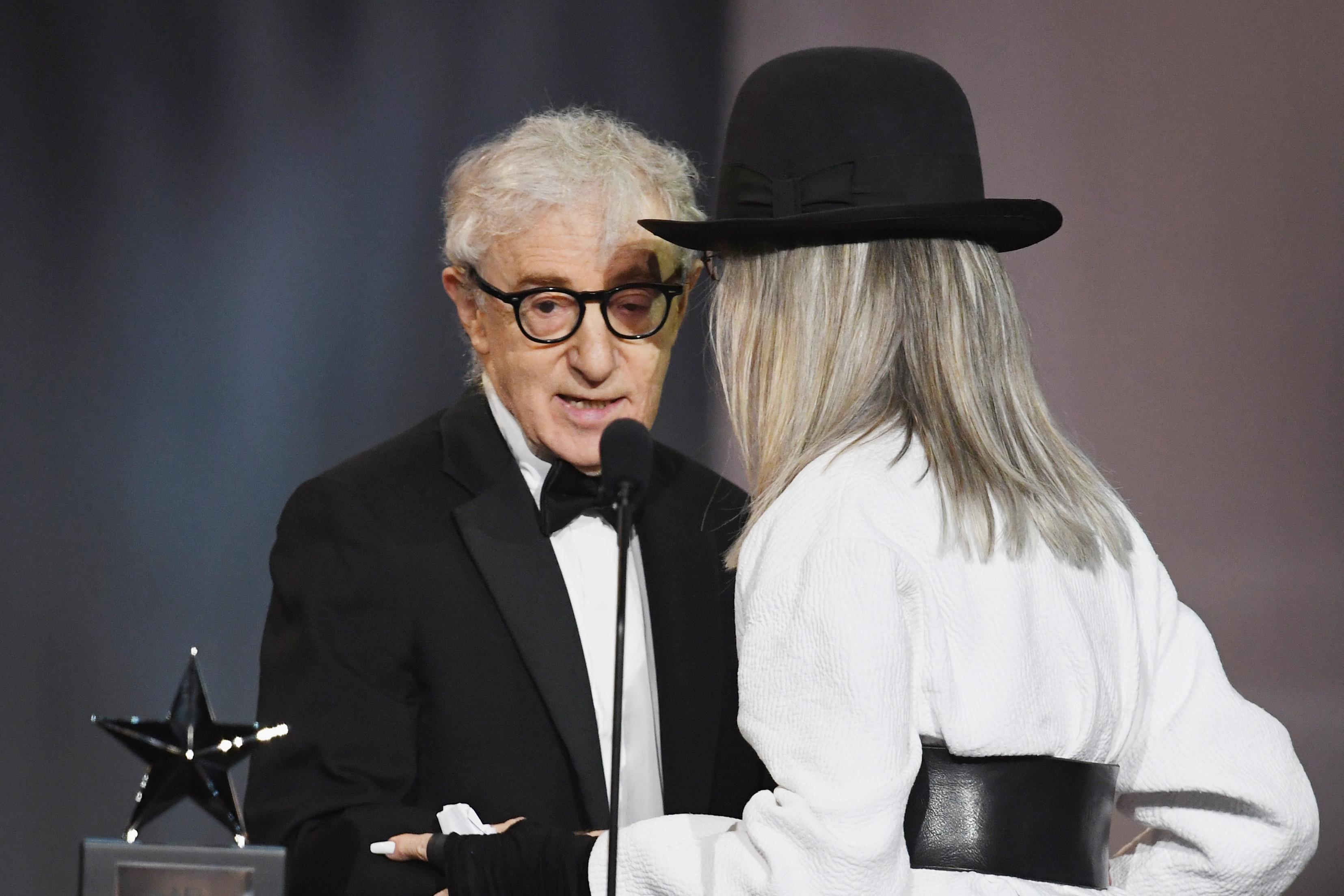 Woody Allen überreicht Diane Keaton einen Preis für ihr Lebenswerk