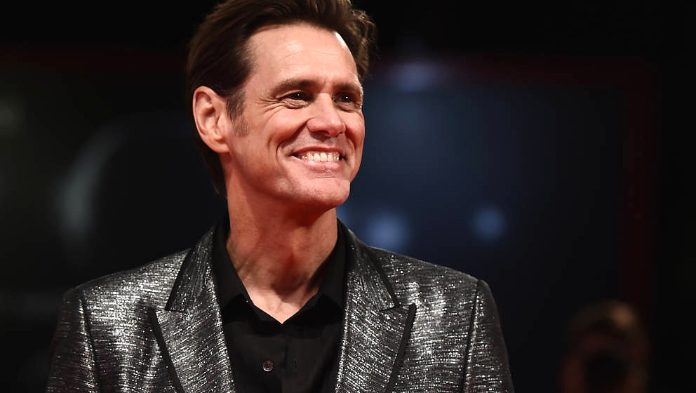 VENICE, ITALY - SEPTEMBER 05:  Jim Carrey walks the red carpet ahead of the Jim & Andy: The Great Beyond - The Story of J