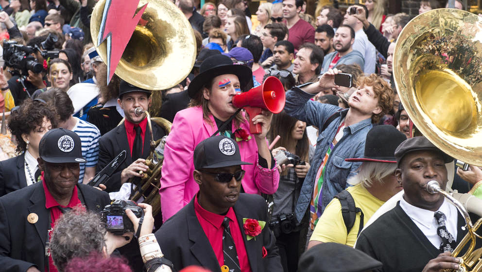 Win Butler von Arcade Fire mit der Preservation Hall Jazz Band in New Orleans