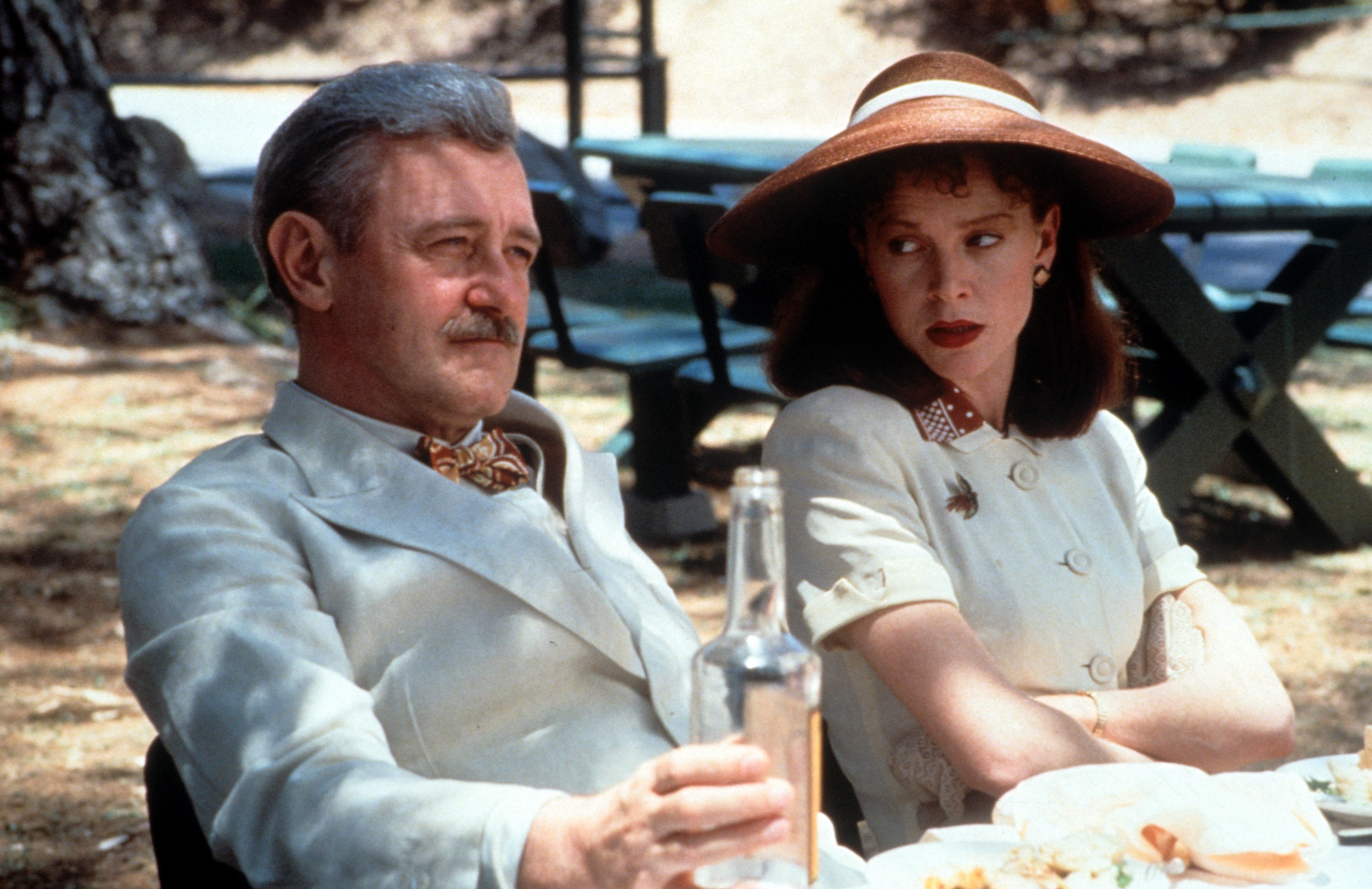 """John Mahoney mit Judy Davis in """"Barton Fink"""""""