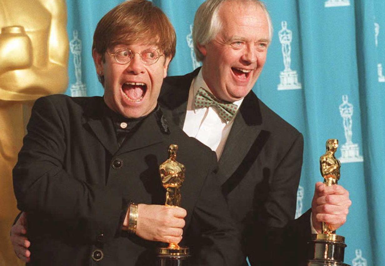 "Elton John und Tim Rice bekommen den Oscar für den besten Filmsong: ""Can You Feel The Love Tonight""."