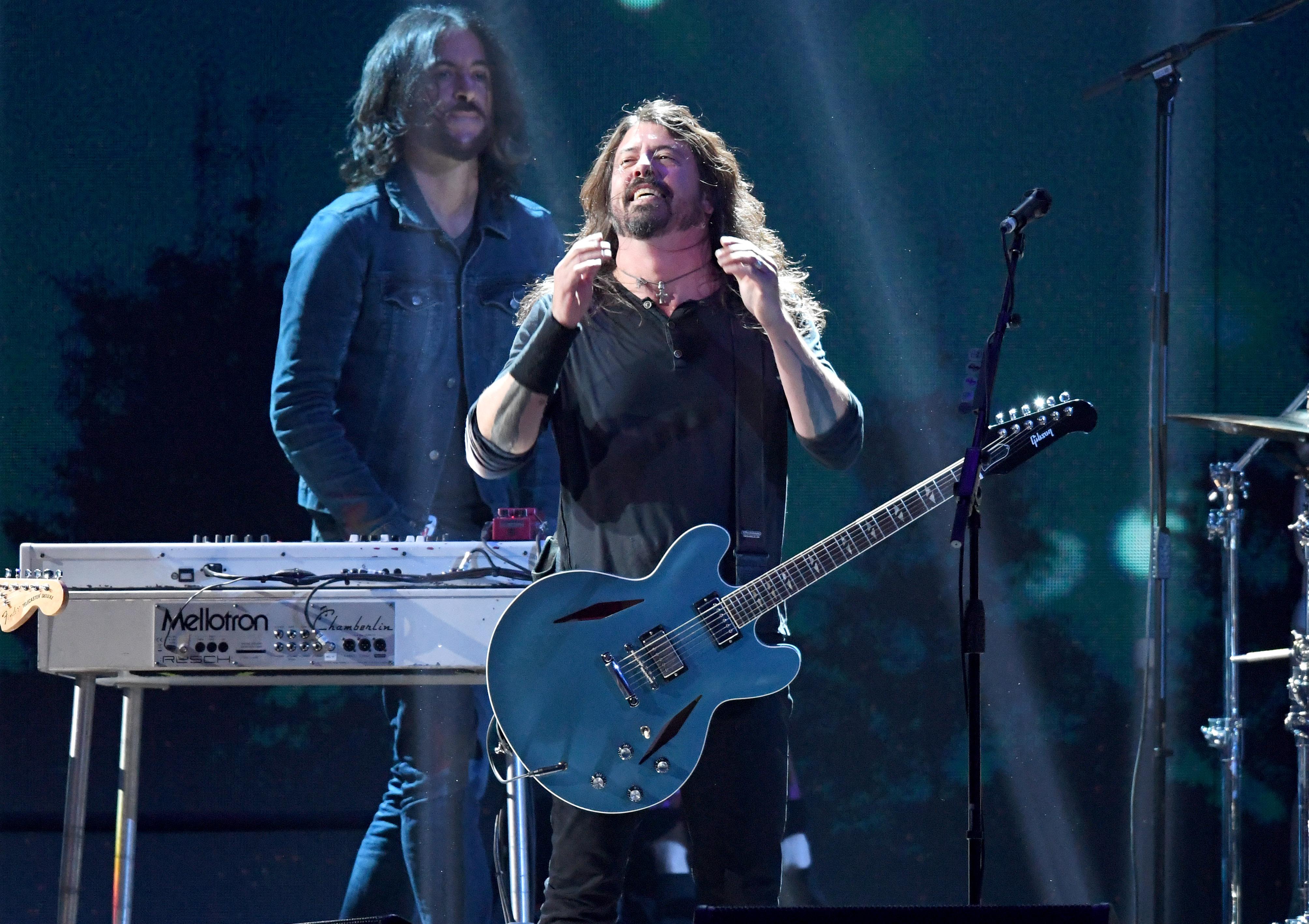 Was will uns Dave Grohl mit dem Auftritt sagen? Die Foo Fighters sind größer als die Beatles - oder stehen sie kurz vor der Auflösung?