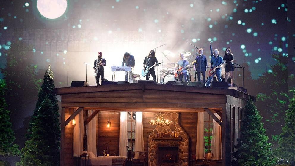 Die Foo Fighters bei ihrem Auftritt während der BRIT Awards 2018