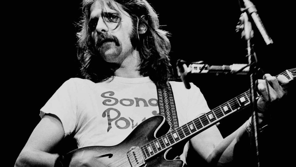 Glenn Frey of the Eagles performs on stage at Wembley Empire Pool, London, 26 April 1977. He plays a Gibson ES-330 guitar. (P