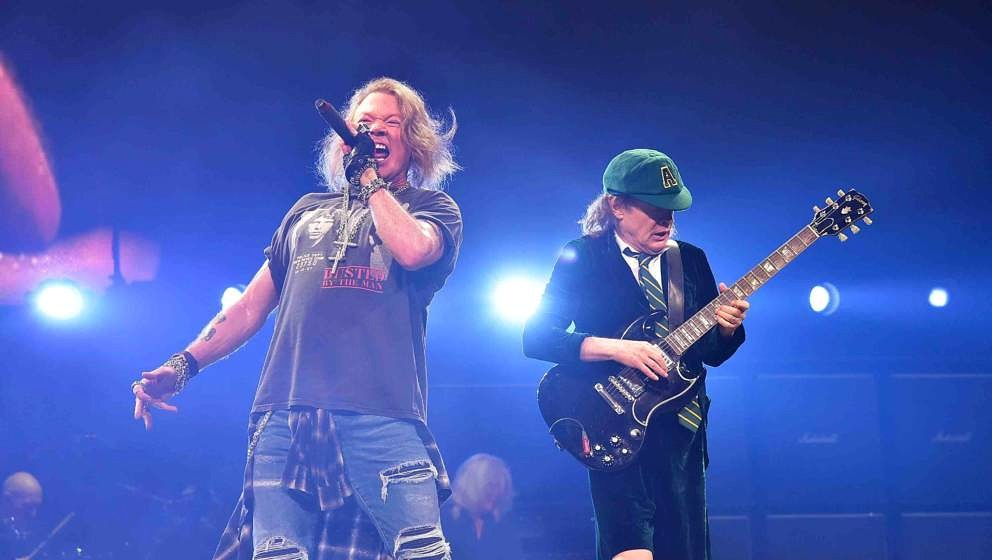 PHILADELPHIA, PA - SEPTEMBER 20:  Singer Axl Rose (L) and guitarist Angus Young of AC/DC perform during Rock Or Bust Tour at