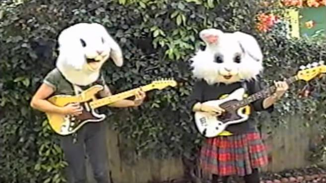 """Rockende Hasen - im Video zu """"Ocean Of Tears"""" von SoKo"""