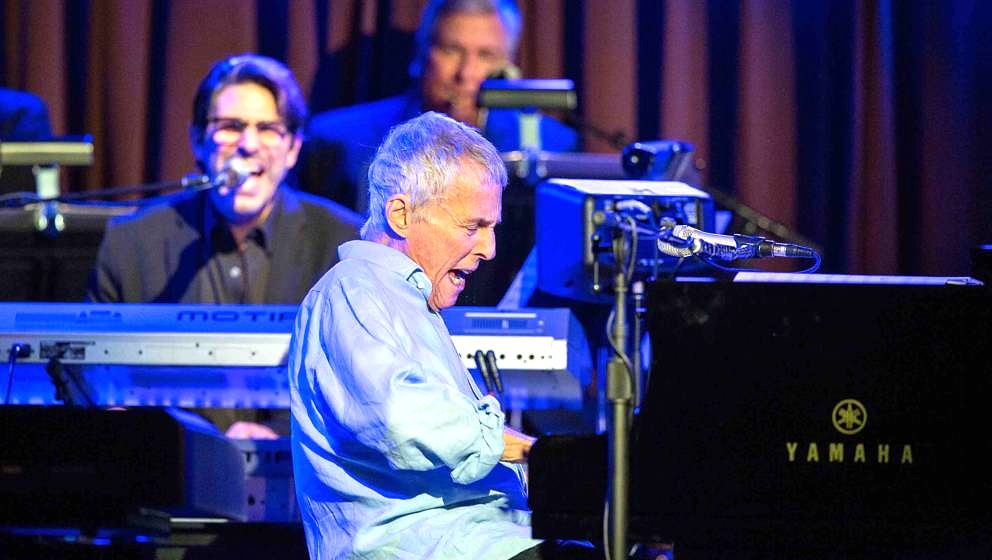 SOLANA BEACH, CA - AUGUST 21:  Composer/performer Burt Bacharach performs on stage at Belly Up Tavern on August 21, 2016 in S