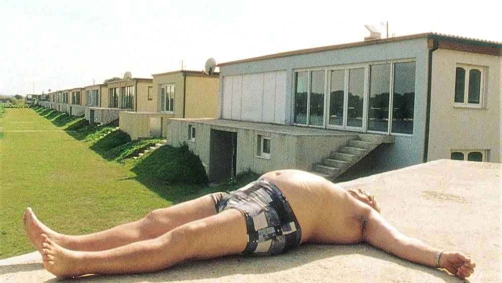 """Mehr als einmal wurde Seidl in seiner Heimat als """"Nestbeschmutzer"""" bezeichnet. Mit """"Hundstage"""" gelang ihm nach mehreren Dokus der erste Spielfilm. Er wurde bei den Filmfestspielen von Venedig mit dem Großen Preis der Jury ausgezeichnet."""