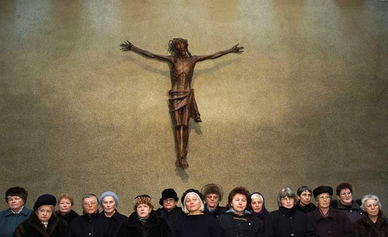 """Einer der Lieblingsthemen Seidls ist der in Österreich noch sehr präsente Katholizismus. Die erschütternden Bilder von """"Paradies: Glaube"""" dürften aber noch geschlagen werden von """"Jesus, du weißt"""", einem Porträt von Betenden, Glaubenden, Suchenden."""