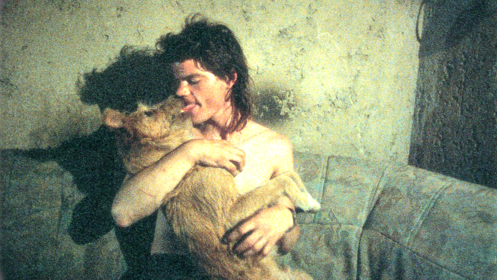 """Unter allen Seidl-Provokationen dürfte """"Tierische Liebe"""" am meisten auf Hass gestoßen sein, zeigt die Dokumentation doch eine Welt von Tierfreunden, die zu ihren Vierbeinern eine zwanghafte, infantile Beziehung pflegen."""