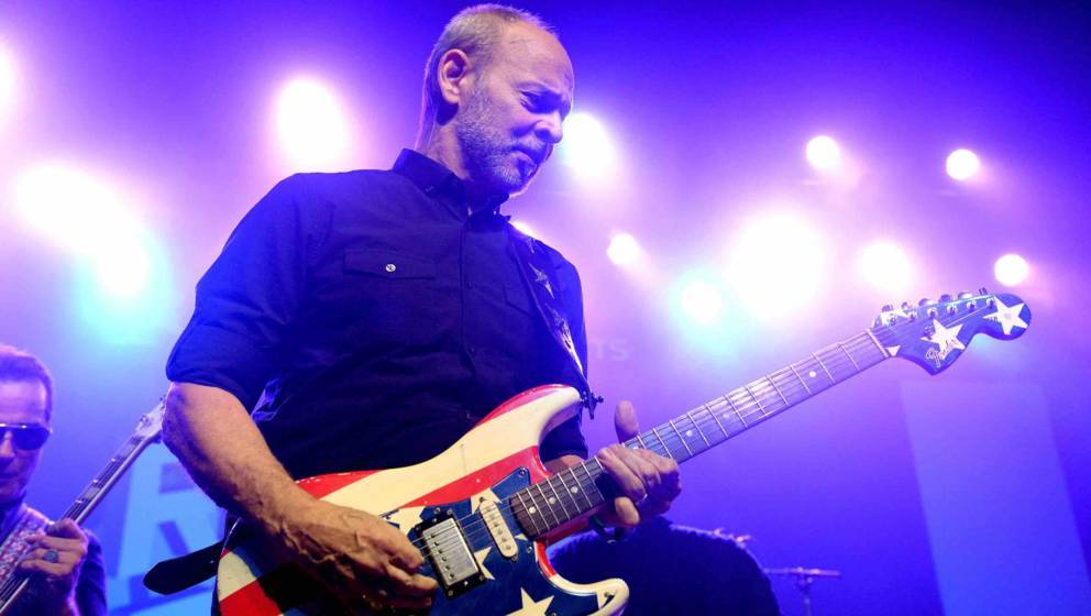 LOS ANGELES, CA - SEPTEMBER 16:  Musician Wayne Kramer of MC5 performs onstage during the second annual Rock for Recovery ben