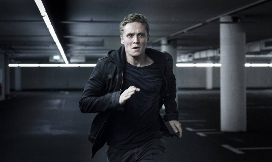 """Immer auf der Flucht: Matthias Schweighöfer als Lukas Franke in """"You Are Wanted"""""""