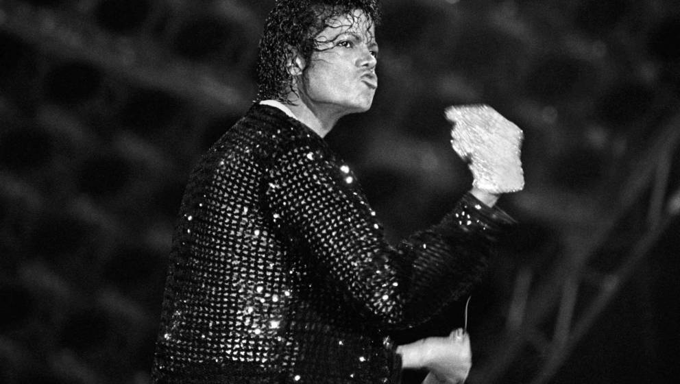 VARIOUS, VARIOUS - JUNE 25:  Michael Jackson performs in concert circa 1983.  (Photo by Kevin Mazur/WireImage)