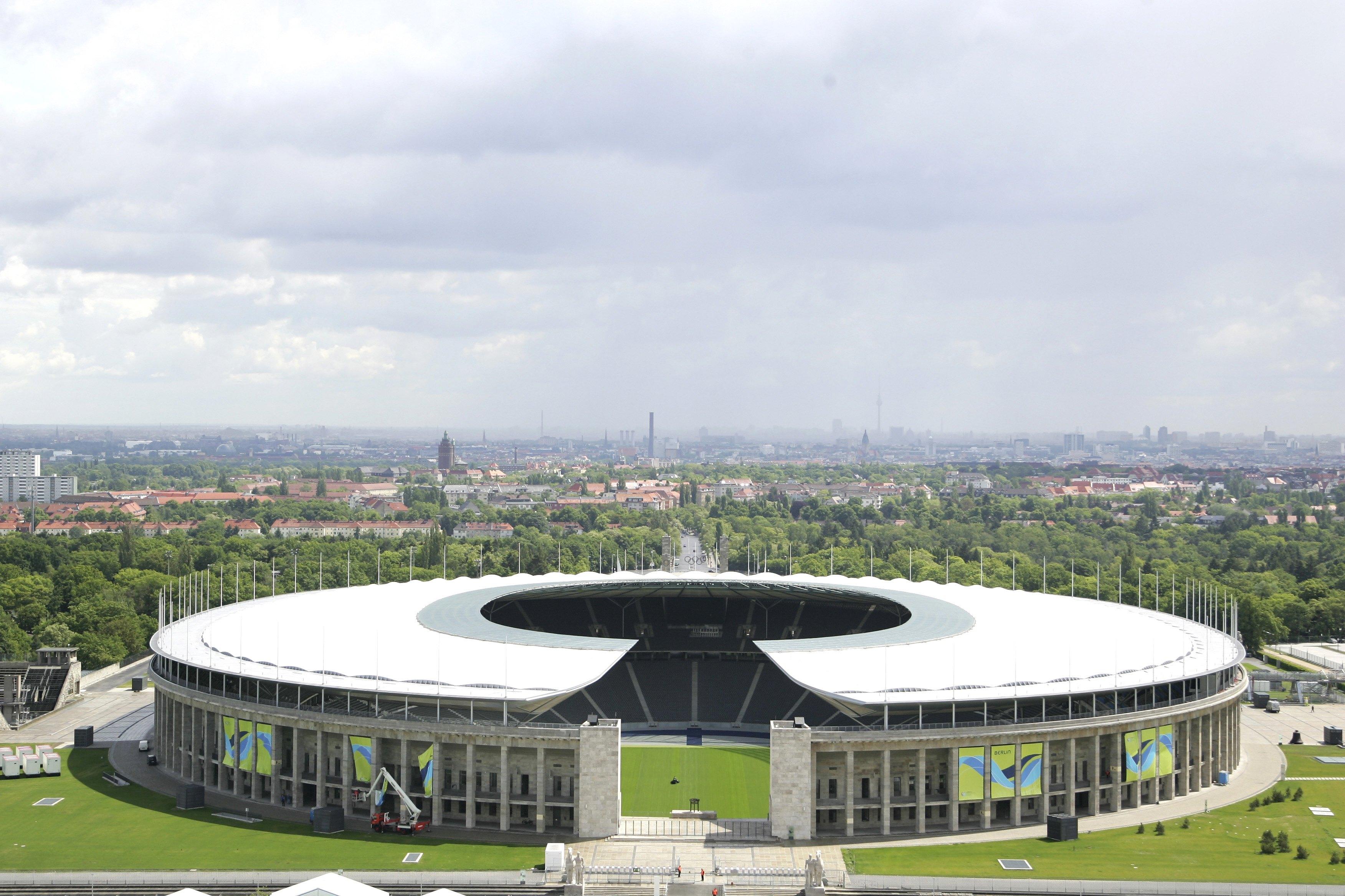 Blick auf das Olympiastadion in Berlin aus der Vogelperspektive