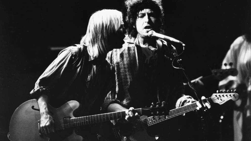 Musicians (L-R) Tom Petty and Bob Dylan, with the band 'Traveling Wilburys', performing on stage, 1987. (Photo by Dave Hogan/