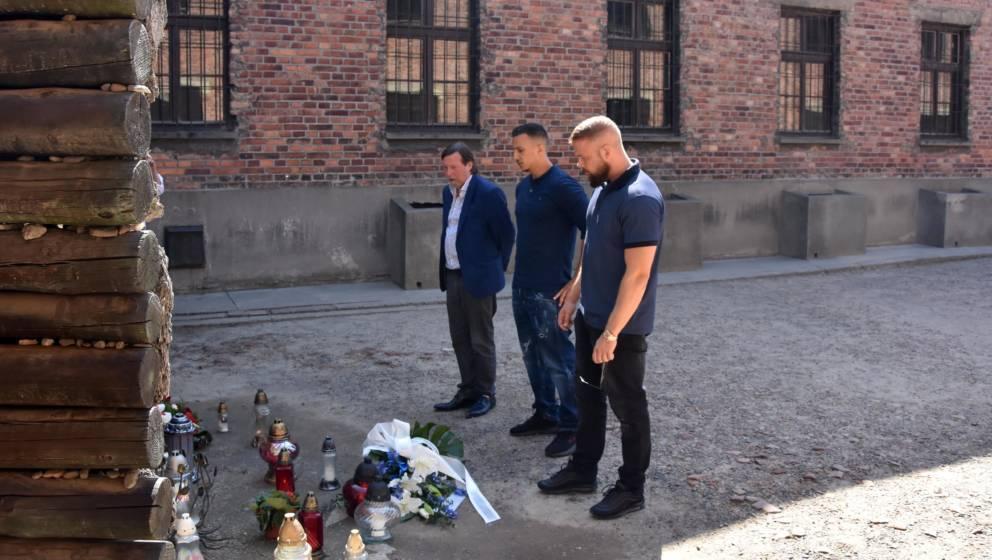 HANDOUT - 07.06.2018, Polen, Ausschwitz: Christoph Heubner, Vizepräsident des Internationalen Auschwitz Komitees, und die Ra