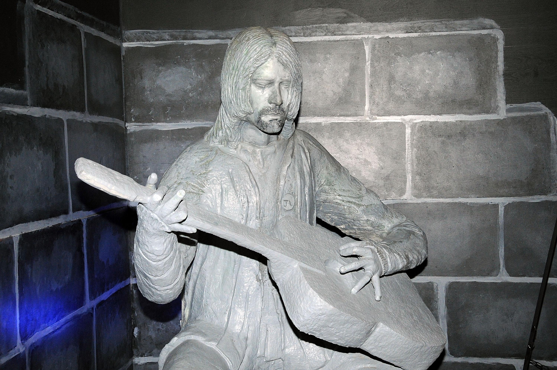 Diese Skulptur von Kurt Cobain fand sich in dem Museum