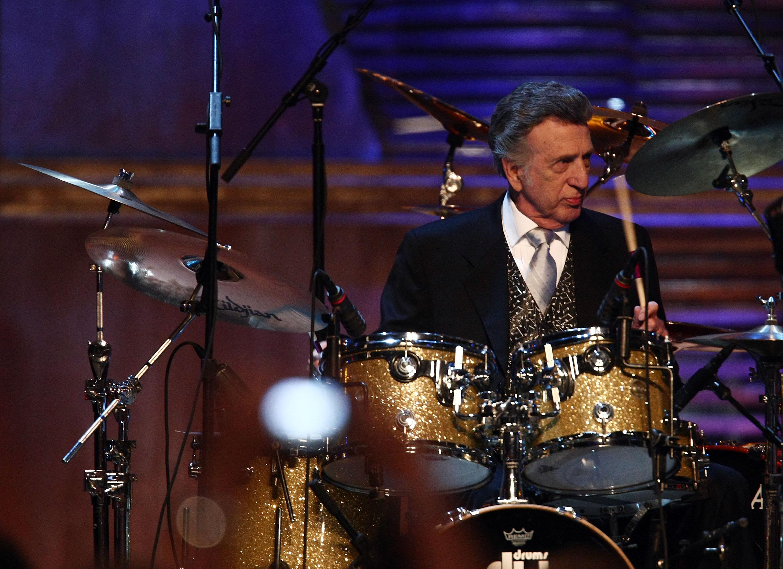 D.J. Fontana bei der Einführung in die Rock and Roll Hall of Fame 2009