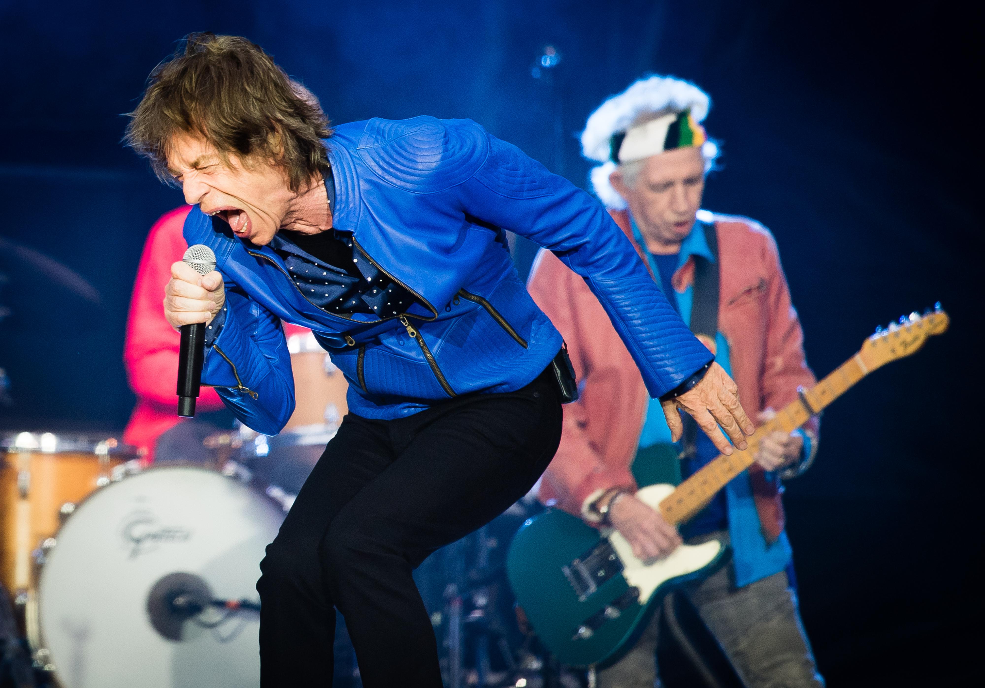 Mick Jagger und Keith Richards von den Rolling Stones live in Cardiff (Wales)